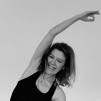 Yoga in Lisbon, personalized. In class or individualised. At home or at the studio, a blend of yoga styles to suit personal needs, capacities and objectives. Adapted to any individual level and pace